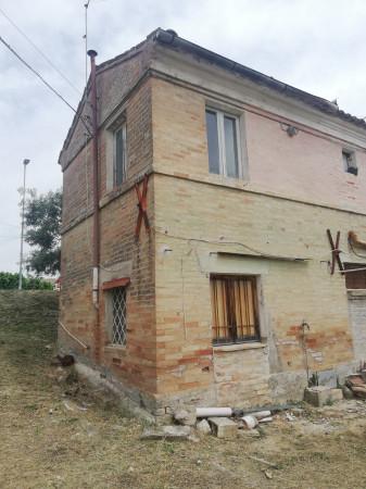 Casa indipendente in vendita a Monte San Pietrangeli, Semicentro, Con giardino, 90 mq - Foto 3