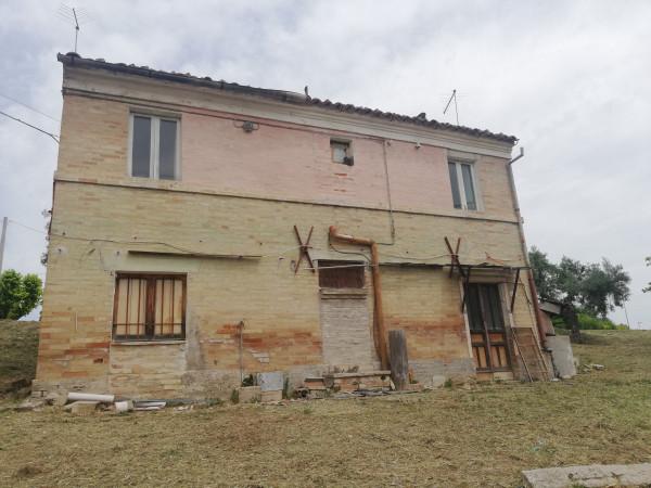 Casa indipendente in vendita a Monte San Pietrangeli, Semicentro, Con giardino, 90 mq - Foto 1