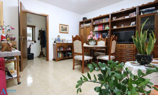 Appartamento in vendita a Taranto, Rione Laghi - Taranto 2, Con giardino, 94 mq