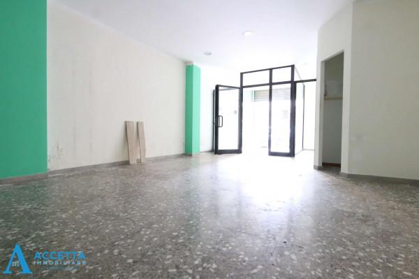 Locale Commerciale  in vendita a Taranto, Rione Italia, Montegranaro, 78 mq