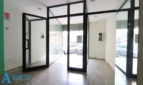 Locale Commerciale  in vendita a Taranto, Rione Italia, Montegranaro, 78 mq - Foto 10