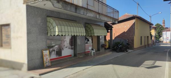 Cessione di locale commerciale  a Asti, Montemarzo, 85 mq