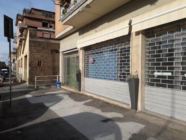 Locale Commerciale  in vendita a Spoleto, Centro, 65 mq - Foto 2