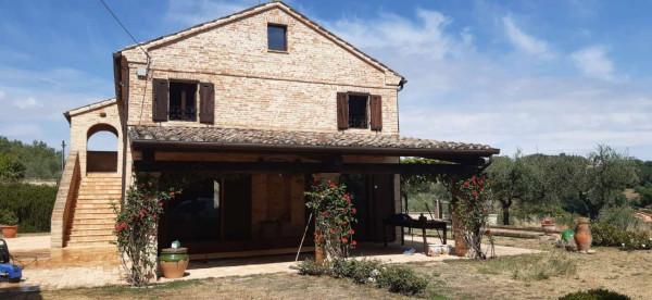 Rustico/Casale in vendita a Montecosaro, Arredato, con giardino, 250 mq