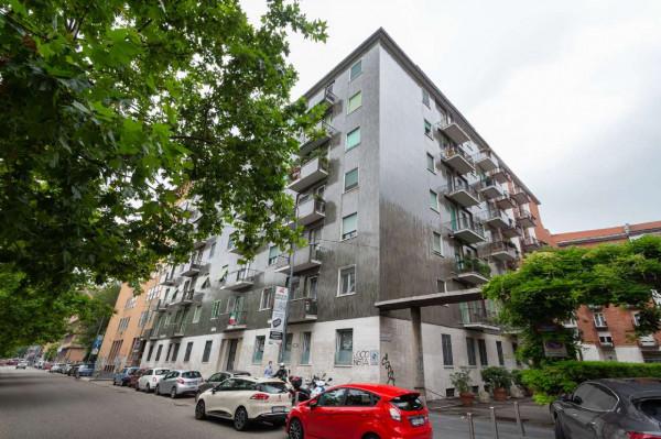 Locale Commerciale  in vendita a Milano, Fiera, 100 mq