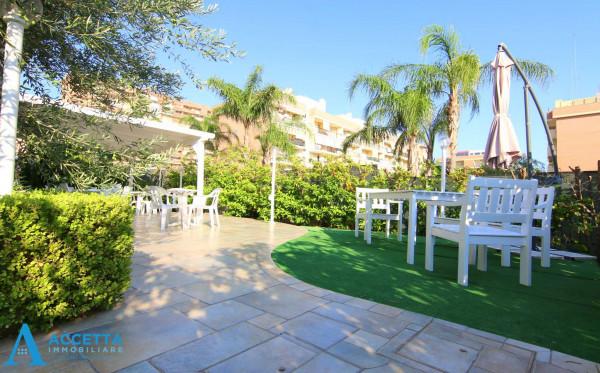 Appartamento in vendita a Taranto, Rione Laghi - Taranto 2, Con giardino, 110 mq