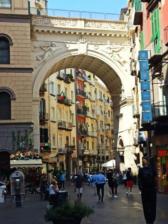 Appartamento in vendita a Napoli, Chiaia, 90 mq