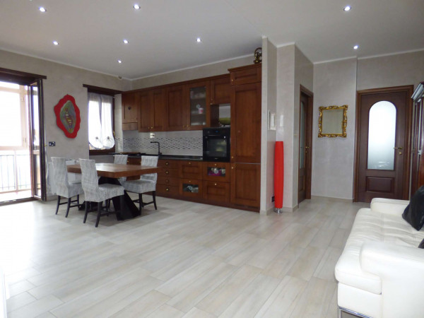 Appartamento in vendita a Borgaro Torinese, Centro, Con giardino, 90 mq