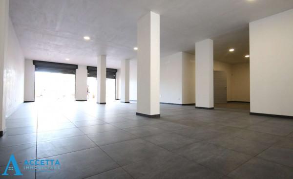 Locale Commerciale  in affitto a Taranto, Talsano, 94 mq